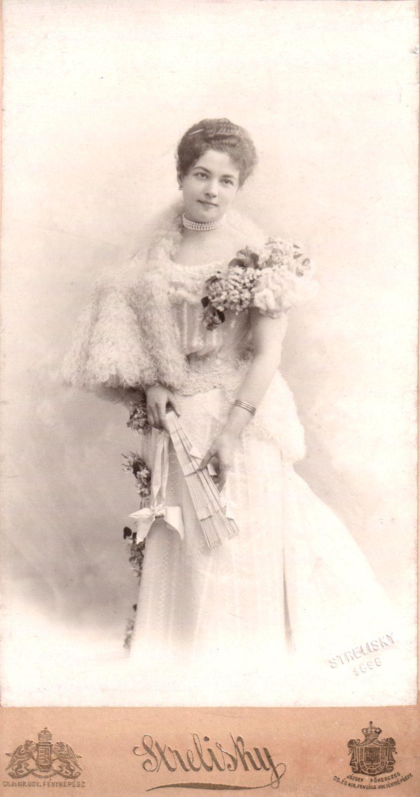 L.T. édesanyja, szül. harasztosi Horváth Constancia <br/>(1878-?)