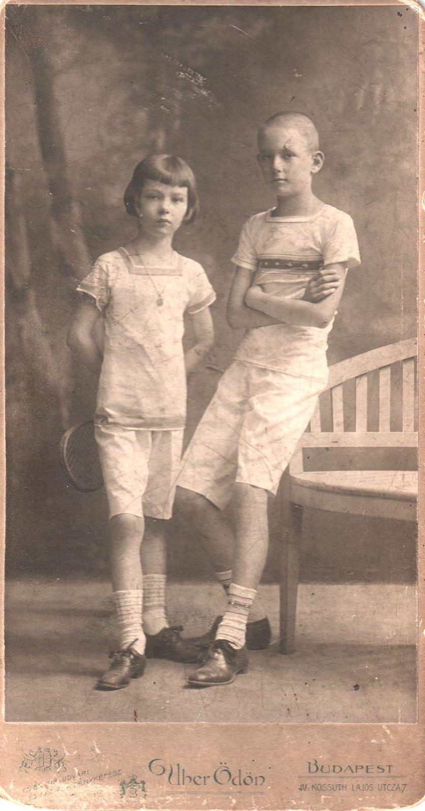 L.T. bátyjával, Antallal (1900-1921)
